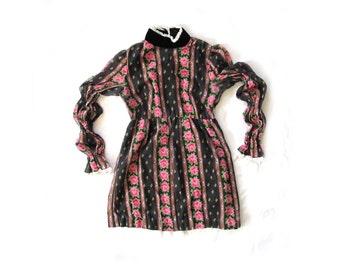 vintage dress girls childrens 60s clothing 1960s mod floral print velvet collar lace mameluke renaissance sleeves size 8