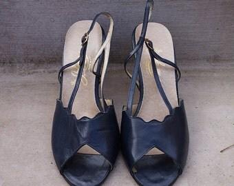 Vintage 1970s Johansen Navy Blue Peep Toe Slingback Heels Sz 10-1/2