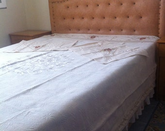 Handmade double size beige floral lace detailed Buldan fabric bedspread bedcloth bedthrow with two matching pillow cases