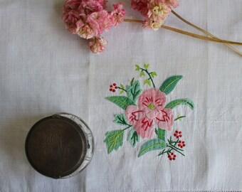 Vintage Swedish Linens: Iris Appliqué
