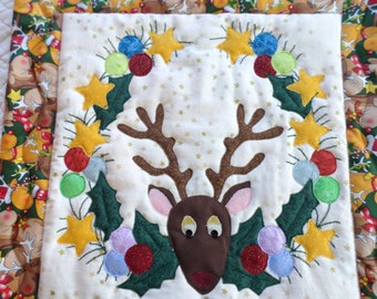 Reindeer Wreath Quilted Wall Hanging/mini quilt/Applique Quilted Wall Hanging