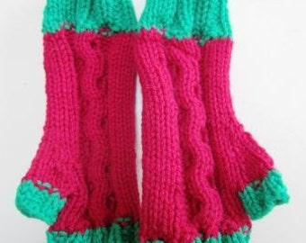 Christmas Mitts Texting Fingerless Gloves Hand Knit Cable Ladies Red Green - Size Medium