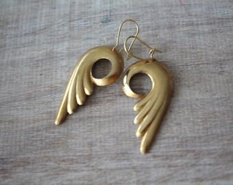 Swirl brass earrings