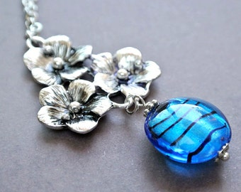 Triple flowers necklace with blue lamp work bead gift for mom-Floral necklace gift for her-Flower pendant necklace-Silver flower necklace