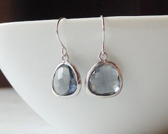 Gray GLASS and silver dangle earrings. Grey. Charcoal. Bridal earrings. Bridesmaids earrings. Bridesmaid earrings. Wedding jewelry.