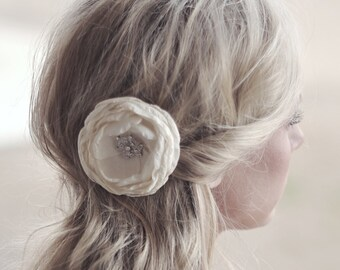 Wedding Hair Piece, Ivory Flower Hairpiece, Flower Hair Clip, Bridal Headpiece, Flower For Hair Piece, Ivory Flower Hair Pin, Flower Brooch