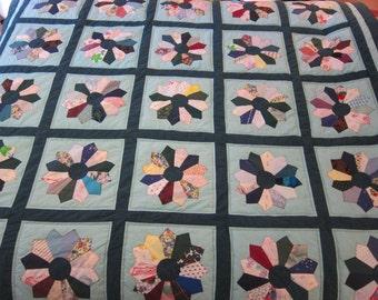 Green Dresden Plate Quilt- QuiltsbyShirley