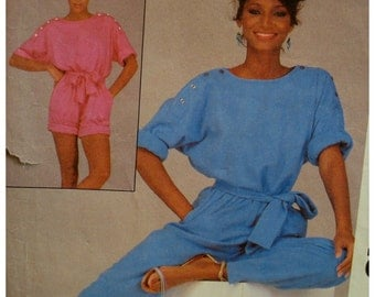 Womans Jumpsuit, Romper Pattern, Loose-Fitting, Button Shoulders, Roll Up Sleeves, Pockets, McCalls No.8513 UNCUT Size  Medium (14-16)