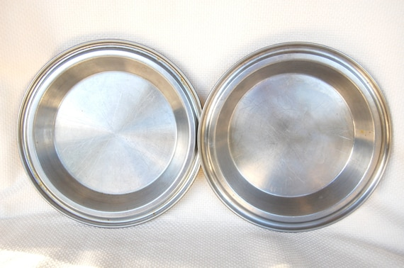 Set Of 2 Vintage West Bend Stainless Steel Pie Pans With Juice