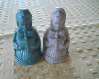 Christmas Carolers Salt and Pepper Shakers - Vintage, Collectible,  Rare