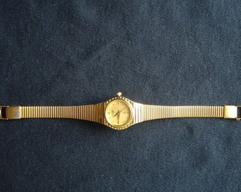 VINTAGE  CITIZEN QUARTS  ladies watch made  in Japan