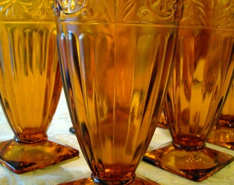 "Vintage Indiana Glass Co. Amber 12 ounce Footed Tumbler in ""Daisy"""
