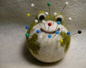 Needle Felted Frog Pincushion, Fun with Fiber