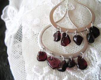 Dangle earrings with natural garnets
