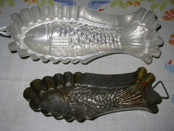 Vintage fish molds tin aluminum two for the price of one for Aluminum molds for fishing