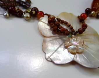 Floral Shell Pearl Cluster Necklace