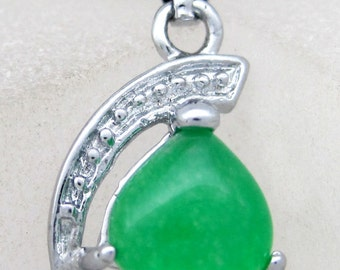 Green Stone Lovely Heart Inlaid Silver Tone Metal Amulet Talisman Bead Pendant 18mm x 11mm  T2151