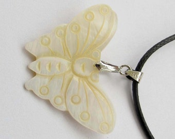 Luster Natural Sea Shell Butterfly Pendant Bead Making Jewelry 34mm x 24mm  T2543