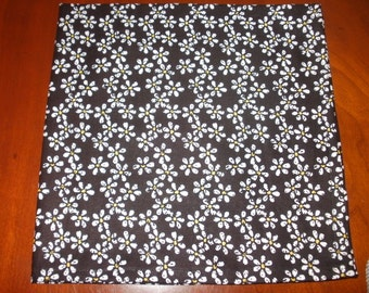 Dinner Napkins, Sale, 6 Large Napkins...Daisies...17 inches...Stitched Hems NOT Serged..FREE SHIPPING.