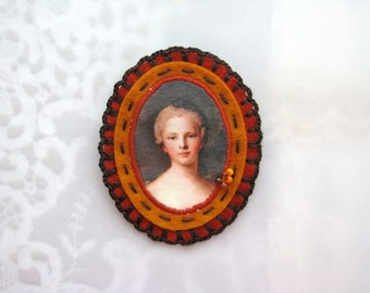 felt orange and rust brooch - cameo style brooch- chocolate brown accents - victorian style brooch - lady portrait brooch - gift for her