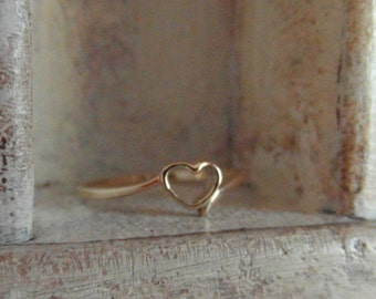Corazon dorado-14 k yellow gold- promise-simplistic-heart shaped-hand hammered-hand forged