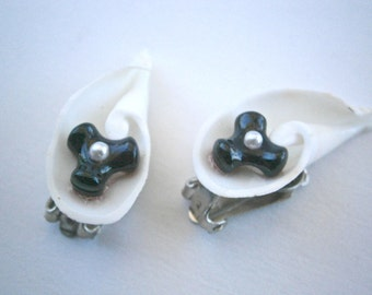 Vintage White Seashell Earrings Seed Pearl Bead Black Coral Spiral Swirl Cut Conch Shell Trumpet Calla Lily Lilies Bride Bridal Wedding