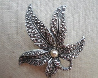 Vintage Germany Eloxal Silver Tone Leaf Pearl Lightweight Sparkly 1950s to 1970s Brooch/Pin/Pendant