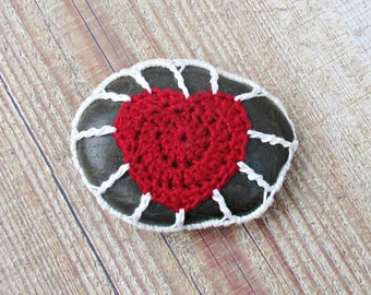 Crochet Pebble Cozy Fridge Magnet Love Heart Red White Kitchen Gift Stone Rock Freezer Bomboniere