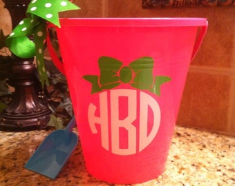 Personalized Bucket With Shovel - Bucket with Bow - Monogram with Bow - Sand Pail - Beach Wedding - Summer Fun - Shell Holder