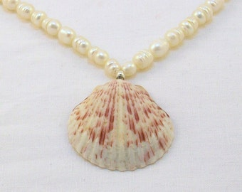 Seashell Pendant Necklace with Freshwater Pearls