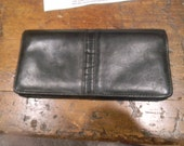 BUXTON genuine black leather Wallet. Ladies genuine Suede lined. VintAGE buxton wallets
