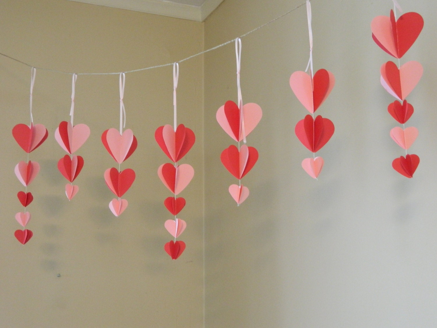 Valentine 39 s decorations paper heart garland pink and for Heart decoration ideas