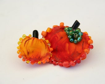 Pumpkin Fiber Art Pin, Handmade Autumn Pumpkins with Beaded Stem Brooch, Halloween Fall Accessory