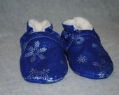Newborn Baby Shoes, Soft-soled shoes, 0-6 mo Baby Booties, Great for Hanukkah, Christmas, and the Wintery Season Gifts, Blue with Snowflakes