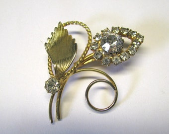 Vintage Crystal Clear Rhinestone Flower Brooch for Wear or Repupose in Gold tone metal