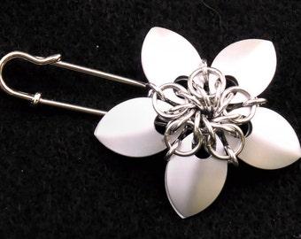 Nova Flower Cloak/Kilt Pin