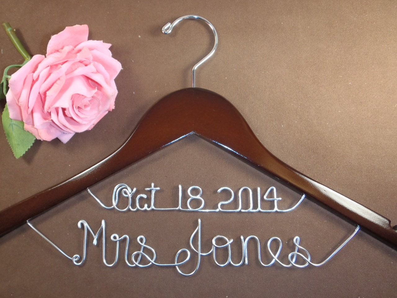 hanger with date for your wedding pictures by einspanner on etsy