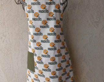 Packers reversible apron in gold and green great for tailgating or the grilling king