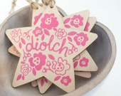 WELSH Diolch Thank You Gift. Pink Floral Screen printed wooden star decoration. Wooden Sign. Wales Welsh Cymru Cymraeg Shabby Chic.