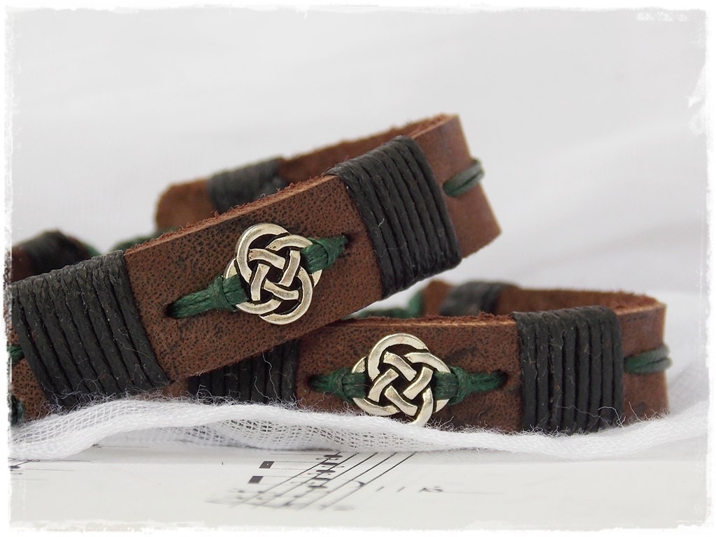 irish leather bracelet celtic knot jewelry for him leather. Black Bedroom Furniture Sets. Home Design Ideas
