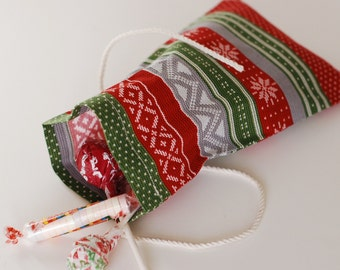 Holiday Fabric Treat Bags Set of 5 / Goody Bags / Party Favor Bags / Red Green Gray