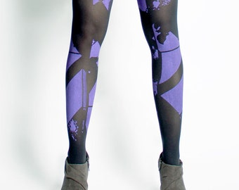 Purple geometric abstract printed tights. Silk-screen. Screen printing. Patterned tights.