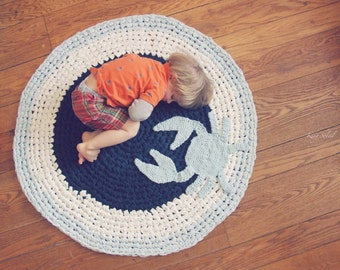 Crochet Crab Rug Navy, Sky Blue, and White Cotton Round Circle Rug in Bay
