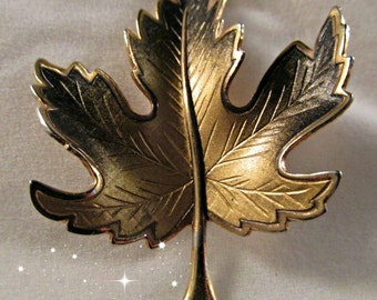 Fall Autumn Gold Tone Black Maple Leaf Pin Brooch Ladies Vintage