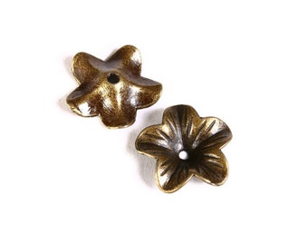 18mm antique brass flower beadcaps - Antique bronze bead caps - nickel free lead free (1477) - Flat rate shipping