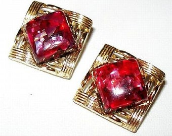 "Coro Clip On Earrings Signed Red Pink Color Confetti Stones Gold Metal 1"" Vintage"