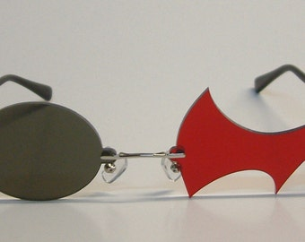 Red hook and black round cosplay glasses