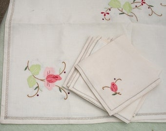 Vintage Table Cloth and Napkin Set