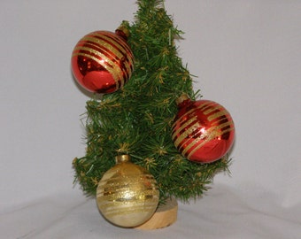 Vintage 1980 Radco Circles of Glitter Christmas Ornaments Lot of Three 2-Red 1-Gold