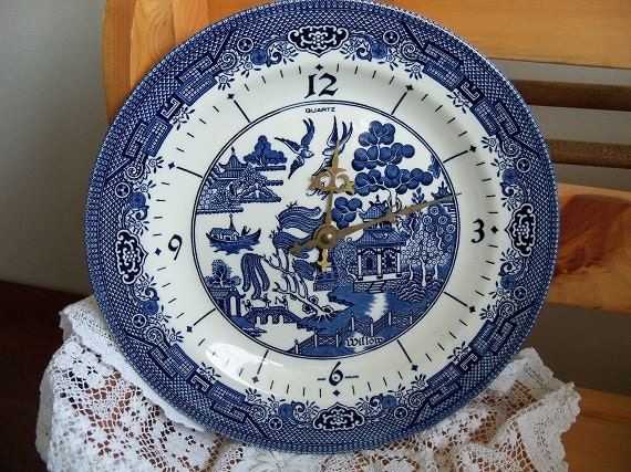 Vintage Churchill Blue Willow Regal Quartz Plate Wall Clock